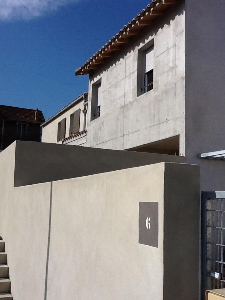 Création de 10 logements sociaux bioclimatiques sur un site archéologique médiéval nécessitant des adaptations en fondations.