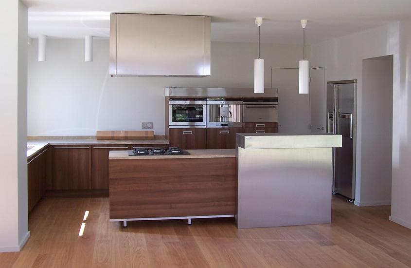Aménagement et extension d'une maison privée. Conception de mobiliers.