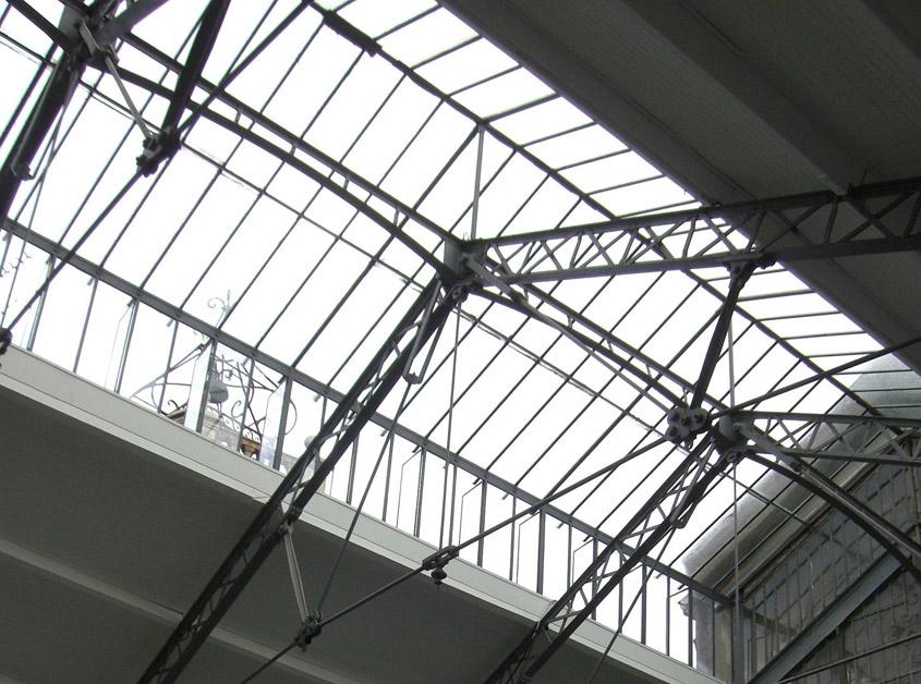 Restauration de la verrière XIX°, des couvertures et des plafonds des bas cotés. L'Hôtel Pams est partiellement classé au titre des Monuments Historiques.